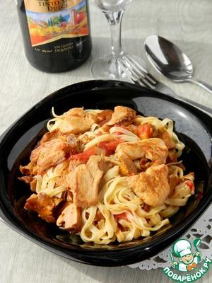 Рецепт Паста с курицей, лисичками и томатами
