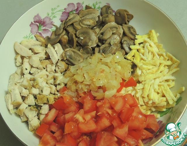 Салаты с шампиньонами и курицей и помидорами с