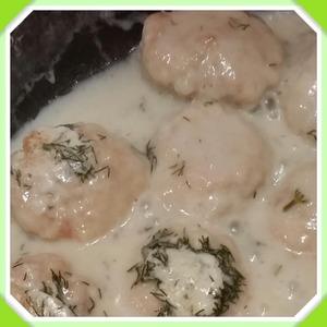 Рецепт Куриные тефтели в сметанном соусе