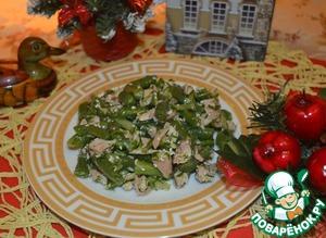 Рецепт Салат из стручковой фасоли с курицей и огурцами