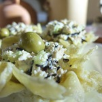 Салат с тунцом в сырной корзиночке