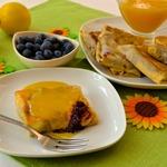 Блинчики с черникой и горячим лимонным соусом