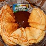 Кефирные блины с шоколадным соусом