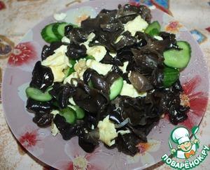 Рецепт Древесные грибы с омлетом и огурцами