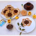 Блины-подсолнухи с шоколадным и фруктовым соусами