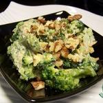 Салат из брокколи с сырным соусом