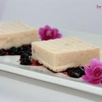 Рисово-лососевый террин с черничным соусом