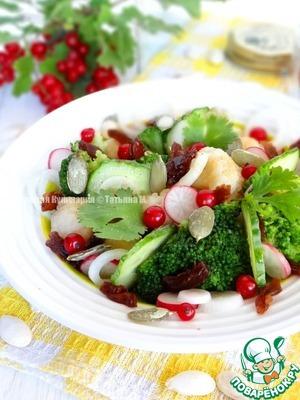 Рецепт Овощной салат с изюмом, ягодами и тыквенными семечками