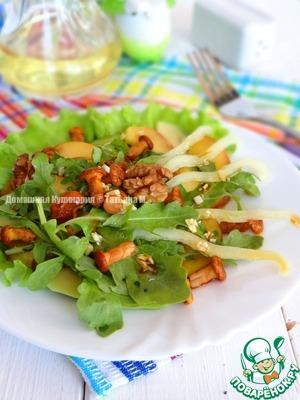 Рецепт Зелёный салат с персиком и лисичками