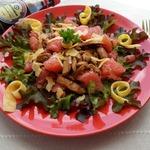Салат с курицей, грейпфрутом и сыром