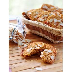Хрустящее печенье из пшенных хлопьев с орехами