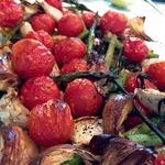 Горячее Летняя тарелка с запеченными овощами