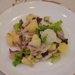 Картофельный салат с курицей и редисом