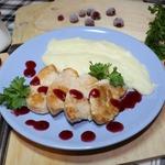 Индейка с клюквенным соусом и картофельным пюре