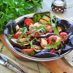 Салат из баклажанов с лососем и чечевицей