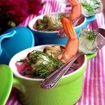 Окрошка с морепродуктами на свекольном соке