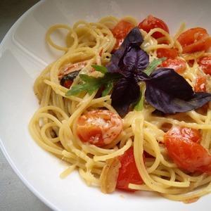 Рецепт Спагетти с базиликом, томатами, чили, чесноком и любовью (Simple Tomato Spaghetti)