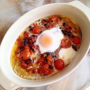 Рецепт Запеченные яйца с томатами и базиликом