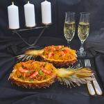 Ананасы, фаршированные креветками и рисом