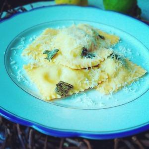Рецепт Равиоли с творогом и шпинатом