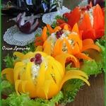 Рисово-сырная закуска в цветках из перца