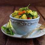 Теплый картофельный салат с черемшой