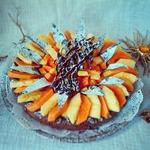 Шоколадная кростата с ананасом и папайей