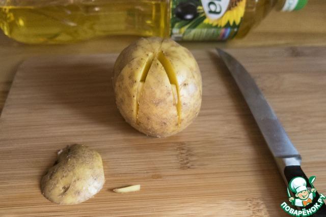 """Как готовить Картофельная """"лилия"""", запеченная с зеленым соусом простой рецепт с фото #4"""