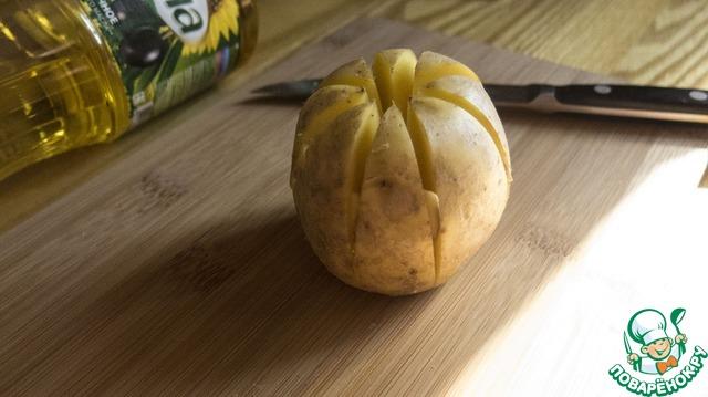 """Как готовить Картофельная """"лилия"""", запеченная с зеленым соусом простой рецепт с фото #5"""