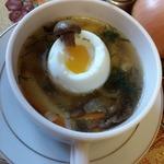 Суп из соленых волнушек с яйцом всмятку