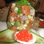 Тартар из лосося с огурцом