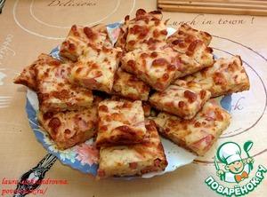 Рецепт Сырный пирог с куриным рулетом и сосисками
