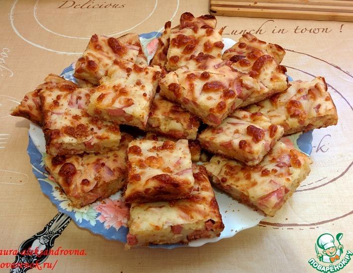 Рецепт: Сырный пирог с куриным рулетом и сосисками