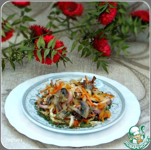 Теплый салат с кальмарами и грибами изоражения