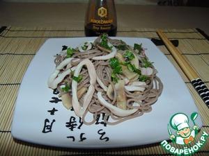 Рецепт Гречневая лапша с кальмарами и шампиньонами