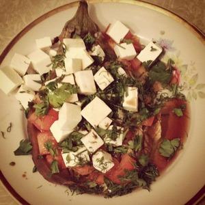 Рецепт Баклажан с помидорами и фетой