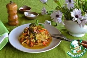 """Рецепт Овощные """"спагетти"""" с медово-горчичным соусом"""