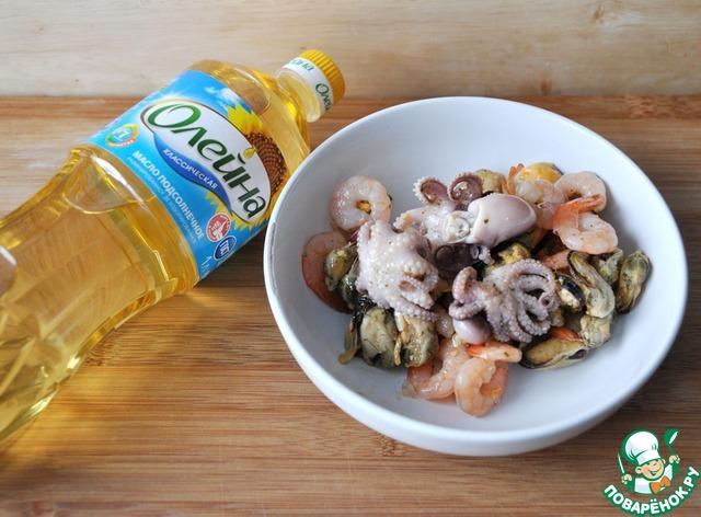 """Готовим простой рецепт с фотографиями Салат с маринованными морепродуктами """"Взморье"""" #1"""