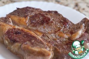Рецепт Рибай-стейк с классическим перечным соусом
