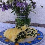 Омлет-рулет со шпинатом и фетой