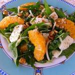Салат со шпинатом и козьим сыром