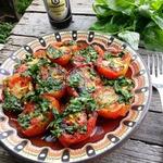Шашлык из помидоров с базиликовой заправкой