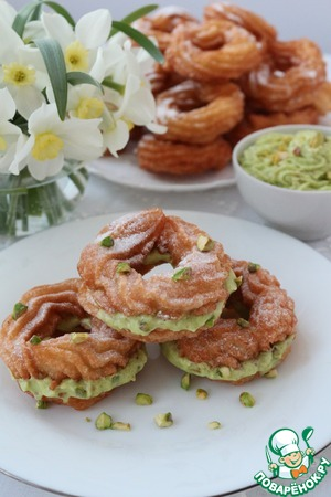 Рецепт Заварные пончики с начинкой из крема с фисташковым пралине