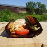 Куриные грудки с томатом и базиликом на барбекю