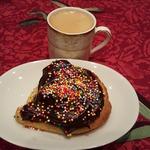 Бисквитный бутерброд с двойным шоколадом к кофе