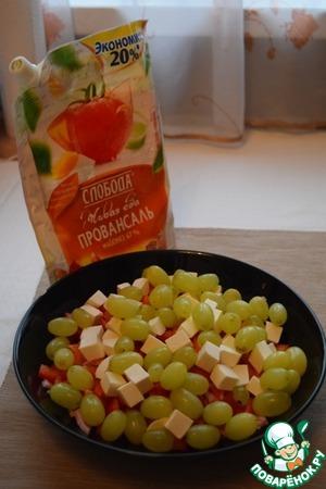 Рецепт Салат с виноградом и ветчиной