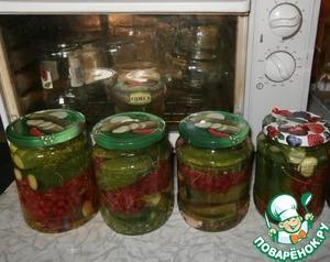 Рецепт Огурцы с красной смородиной