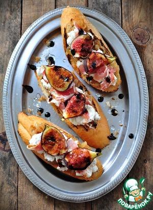 Тартин с карамелизированным луком, сыром и инжиром
