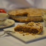 Песочный пирог с яблоками и карамелью