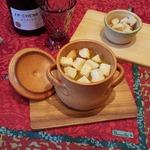Простой луковый суп в горшочках